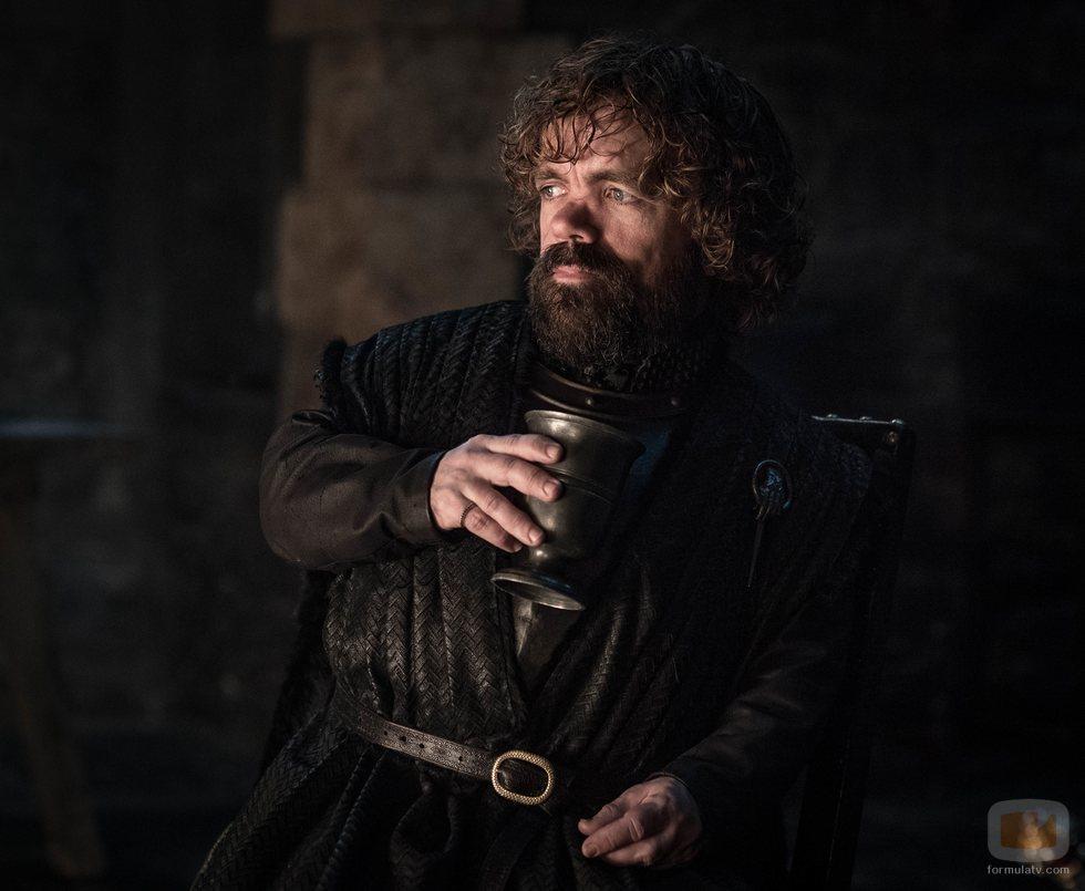Tyrion Lannister bebe una copa de vino en el 8x02 de 'Juego de Tronos'