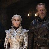 Daenerys Targaryen, Jorah Mormont y Lord Varys en el 8x02 de 'Juego de Tronos'