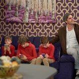 Teodoro cuida a los hijos de los Cuquis en el 11x01 de 'La que se avecina'