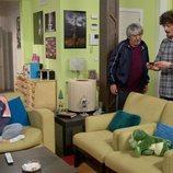 Javi charla con su padre ante la mirada de Lola en el 11x01 de 'La que se avecina'