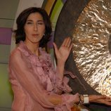 Paz Padilla posa junto al gong de 'El gong show'