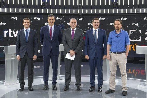 Xabier Fortes, junto a los principales candidatos de las elecciones generales en 'El debate en RTVE'