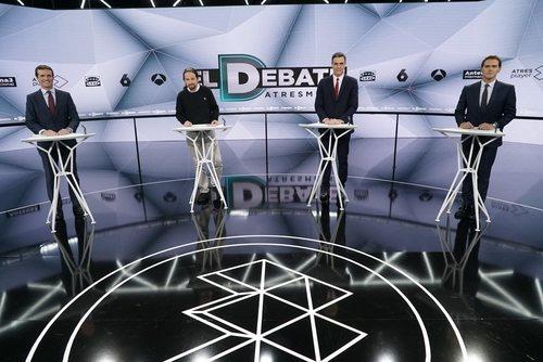 Pablo Casado, Pablo Iglesias, Pedro Sánchez y Albert Rivera tras sus atriles en 'El debate decisivo'