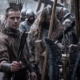 Gendry con una flecha que ha forjado en el 8x02 de 'Juego de Tronos'