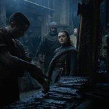 Arya observa trabajar a Gendry en el 8x02 de 'Juego de Tronos'
