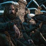 El Perro y Arya Stark se enfrentan con bebida a la gran batalla que se avecina en el 8x02 de 'Juego de Tronos'