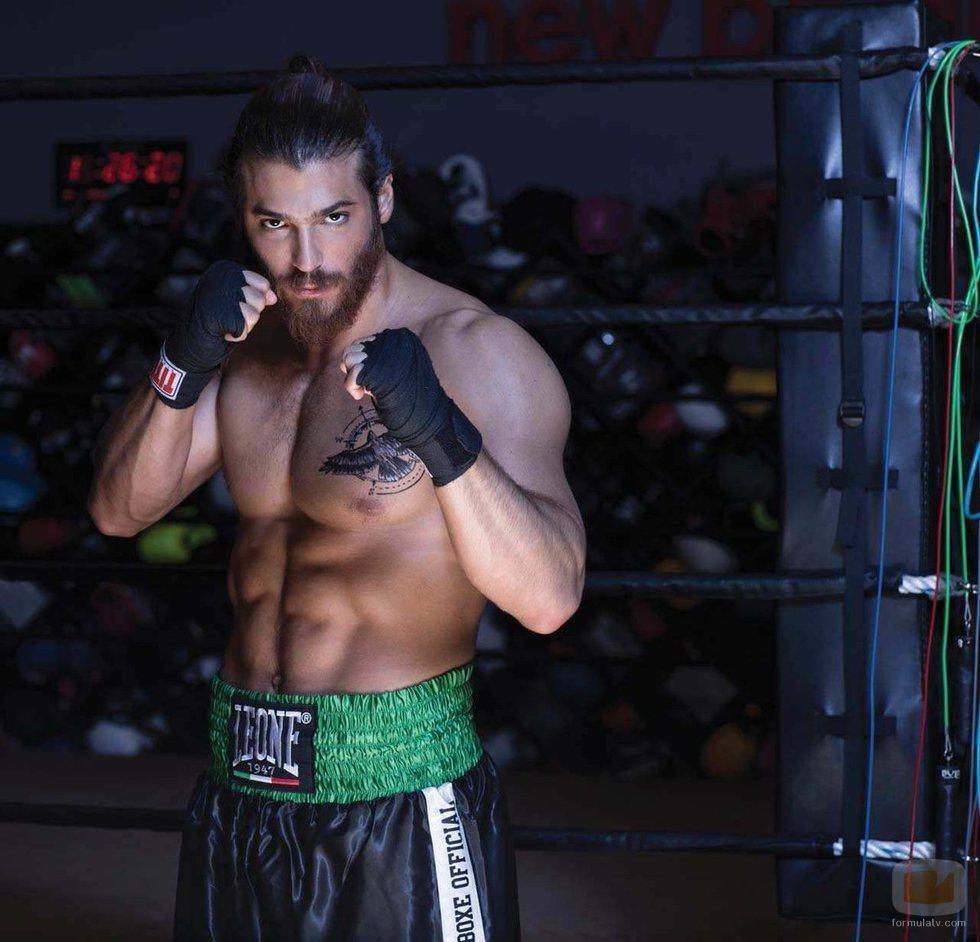 Can Yaman es un gran aficionado a deportes como el boxeo
