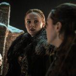 Sansa mira a Arya en el 8x03 de 'Juego de Tronos'
