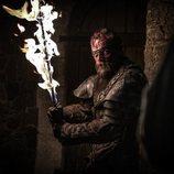 Beric Dondarrion blande su espada en llamas durante el 8x03 de 'Juego de Tronos'