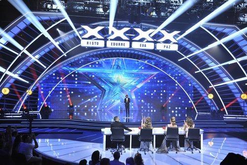 Presentador y jurado en el plató de la gran final de 'Got Talent España'