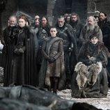 Los Stark lloran a los caídos en la Batalla de Invernalia durante el 8x04 de 'Juego de Tronos'