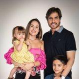 Daniel Arenas y Zuria Vega posan para 'Mi marido tiene más familia'