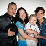 La familia Córcega posa para  'Mi marido tiene más familia'