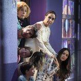 La familia de Robert y Juleita espera en la puerta en 'Mi marido tiene más familia'