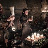 Tormund, Jon Snow y Daenerys celebran la victoria en el 8x04 de 'Juego de tronos'