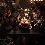 Brienne, Podrick, Tyrion y Jamie celebran la victoria en el 8x04 de 'Juego de tronos'