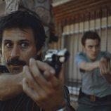 Hugo Silva apunta con la pistola, en 'Brigada Costa del Sol'