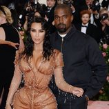 Kanye West y Kim Kardashian posan en la Alfombra Roja de la Gala MET 2019