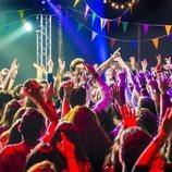 Miki Núñez pone a bailar al público en el concierto 'Miki y amigos'
