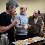 Coque, Antonio y Enrique conversan en la temporada 11 de 'La que se avecina'