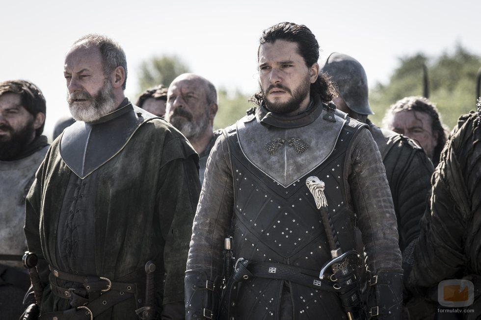Ser Davos y Jon, armados para combatir en el 8x05 de 'Juego de Tronos'