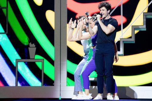 """Miki Núñez y sus bailarines realizan la coreografía de """"La Venda"""" en el primer ensayo"""