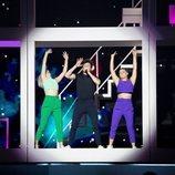 """Miki y sus bailarines con cara de sorprendidos en el primer ensayo de """"La Venda"""""""
