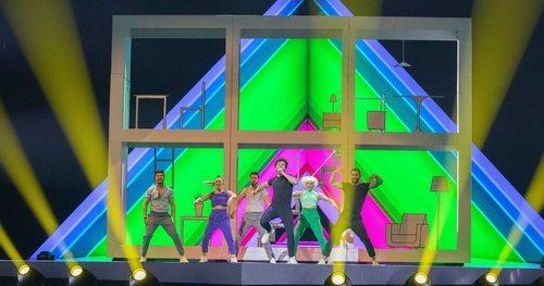 """Miki y los bailarines interpretan el primer ensayo de """"La Venda"""""""