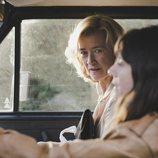 Mercedes y Fabiola en el coche, durante el 20x07 de 'Cuéntame cómo pasó'