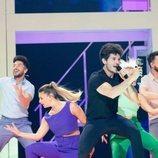 Miki Núñez junto a los bailarines en el ensayo de Eurovisión 2019