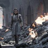 Arya Stark ante la desolación tras la batalla de Desembarco del Rey del 8x05 de 'Juego de Tronos'