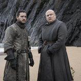 Varys y Jon Nieve se reencuentran en las playas de Rocadragón en el 8x05 de 'Juego de Tronos'