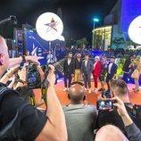 Miki Núñez y sus bailarines en la alfombra naranja de la Welcome Party de Eurovisión 2019