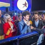 Miki Núñez hablando con la prensa española en la Welcome Party de Eurovisión 2019