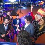 Miki Núñez y sus bailarines hablando con la prensa en la Welcome Party de Eurovisión 2019
