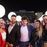 Miki Núñez y sus bailarines, en la alfombra naranja de Eurovisión 2019