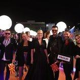 Tamara Todevska y su equipo, en la alfombra naranja de Eurovisión 2019