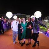 Leonora y su equipo, en la alfombra naranja de Eurovisión 2019
