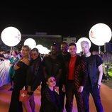 Luca Hänni y su equipo, en la alfombra naranja de Eurovisión 2019
