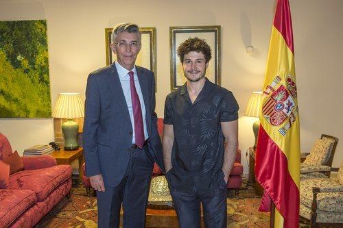 Miki Núñez y Manuel Gómez Acebo, en la residencia del embajador de España en Israel