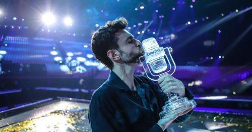 Duncan Laurence besa el micrófono de cristal al alzarse como ganador de Eurovisión 2019