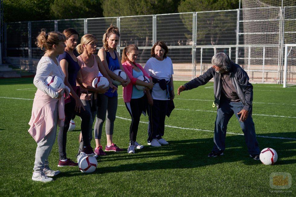Vicente junto a las mujeres de Montepinar en el 11x05 de 'La que se avecina'