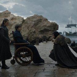 Jon Snow se arrodilla ante el Rey Bran El Tullido en 'Juego de Tronos'