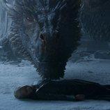 El cadáver de Daenerys ante Drogon en el 8x06 de 'Juego de Tronos'