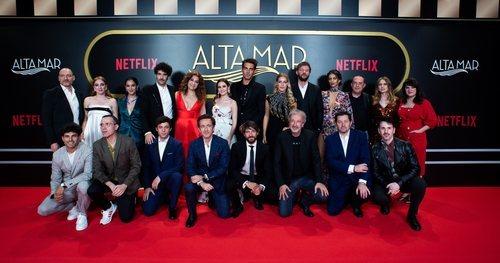 El equipo de la serie, en el photocall de 'Alta mar'
