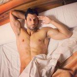 Jorge Pérez ('Supervivientes 2020') posa desnudo en la cama
