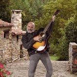 Echegi es una estrella retirada del rock en 'El Pueblo'
