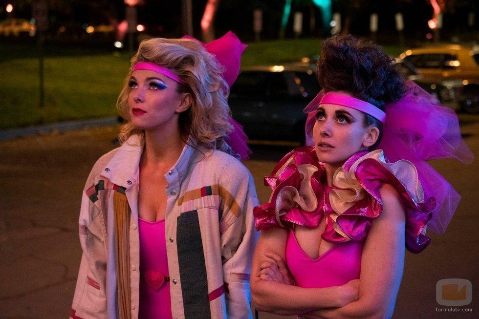 Ruth y Debbie de 'GLOW' en la tercera temporada