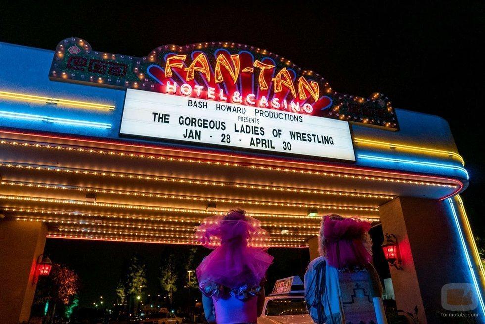 El cartel del espectáculo en Las Vegas de las chicas de 'GLOW' en la tercera temporada