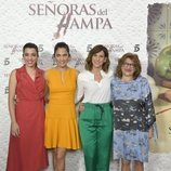 Las protagonistas de 'Señoras del (h)AMPA' posan ante los medios